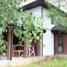 Коттедж в уютном квартале , который окружен лесом и имеет все блага современной цивилизации.