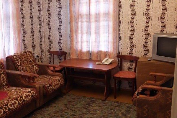 Продам полдома, г. Новогрудок, ул. Чапаева, дом 26-а. Цена 37 658 руб