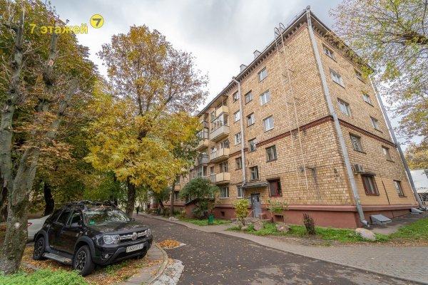 Продаётся 2 комнатная квартира в центре города.Совецкий район. Я.Коласа д.8. Квартира с характером!