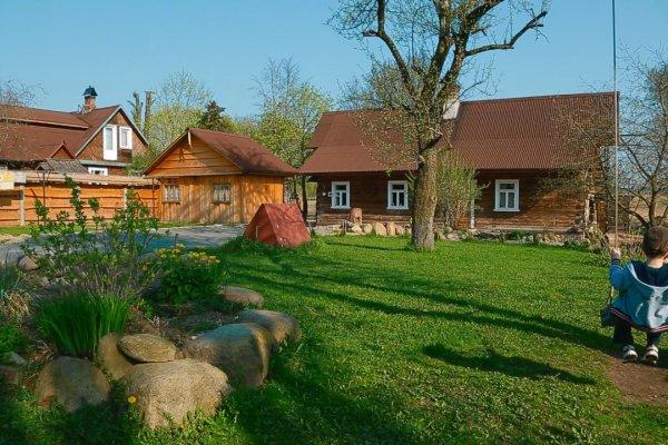 Усадьба - гостевой дом с отдельно стоящей баней на дровах, летней кухней - без соседей)