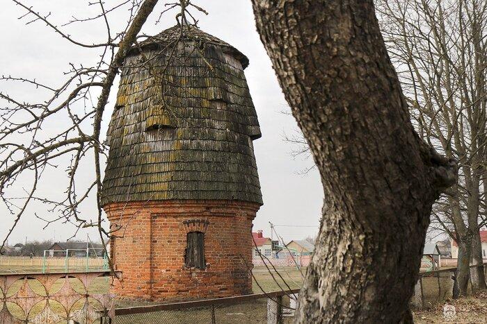 REALT.BY: Старинную коптильню из усадьбы Хрептовичей снимают с торгов. Постройка получила грант на реставрацию